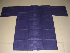 Халат кимоно с рукавами черный одноразовый.